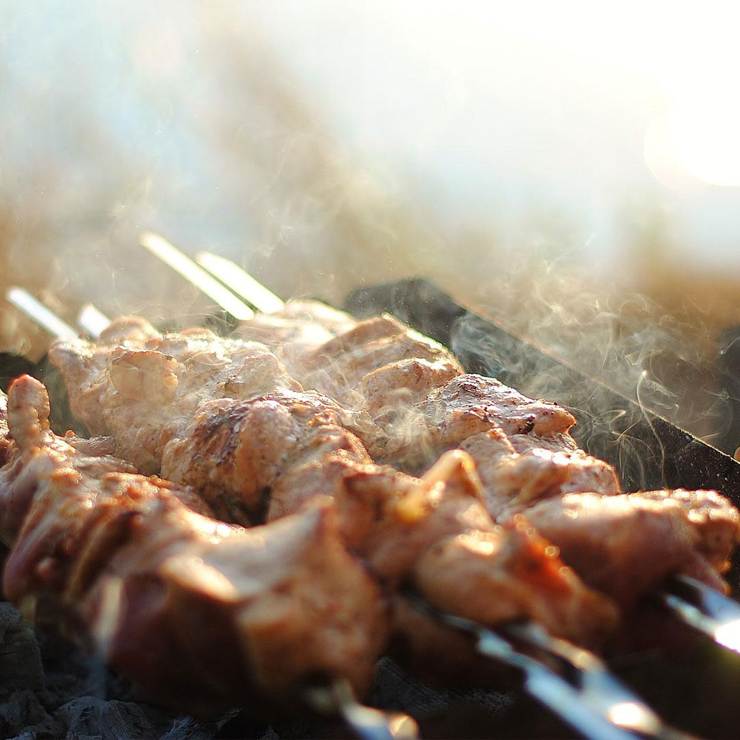 Fleischgerichte und Verwendung von Edelstahlspießen